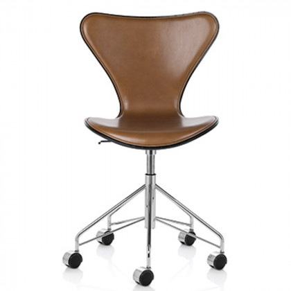 Fritz Hansen Series 7 Swivel Chair, Front Upholstered - Leather