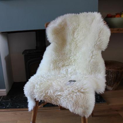 Curly Sheepskin Rug - White / Natural